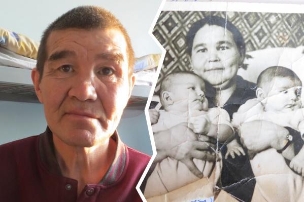 Потрепанная фотография из старого альбома — единственное, что осталось у мужчины в память о брате и матери