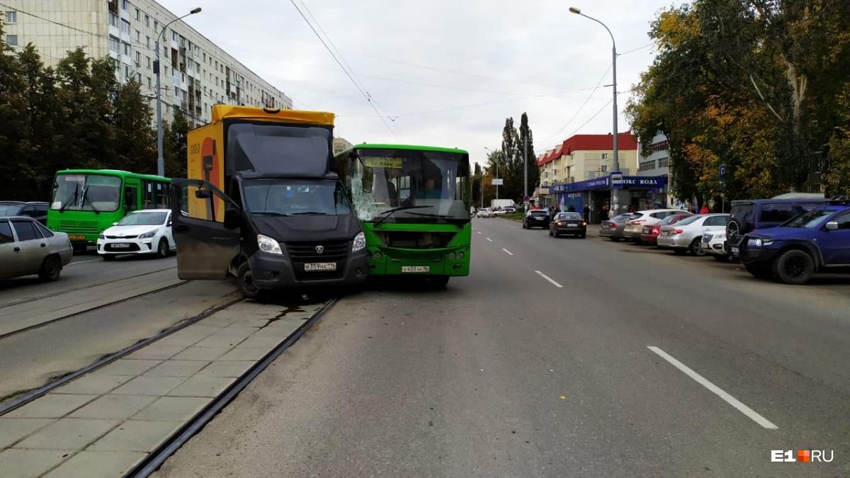 По словам водителя автобуса, в аварии виноват водитель «газели»