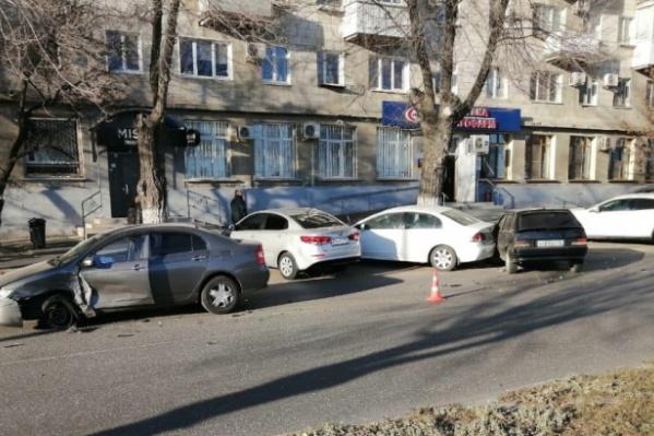 Авария случилась на улице Пархоменко