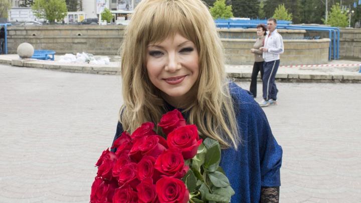 Жительница Новосибирска поздравила мужа с днем рождения в образе нелюбимой им Аллы Пугачевой