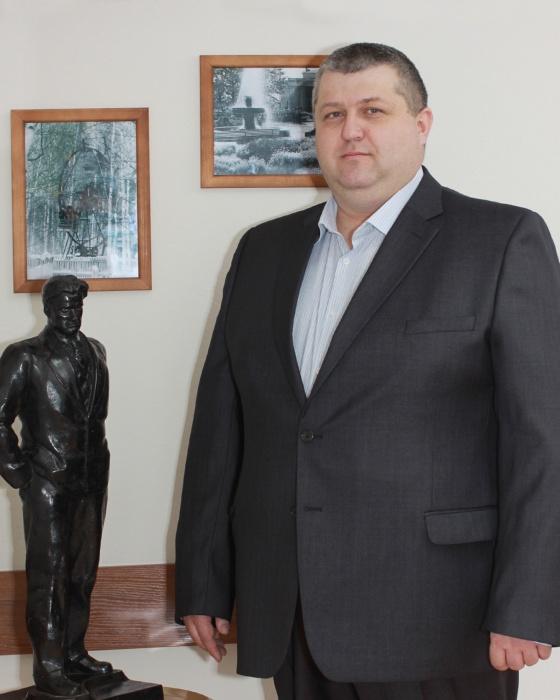 Известно, что замдиректора парка Маяковского Олег Козлов — международный мастер по шахматам и регулярно судит соревнования, которые проводят в парке