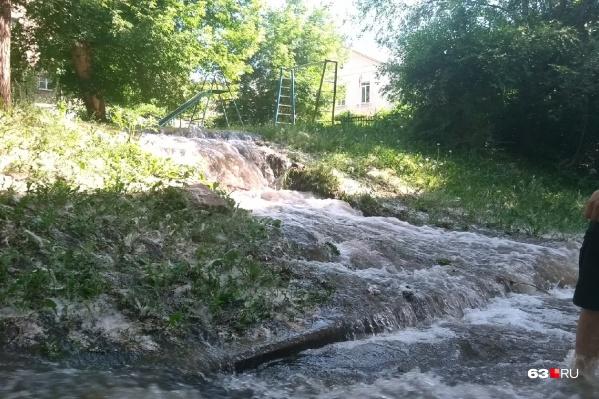 Затопило улицы, дворы и подвалы