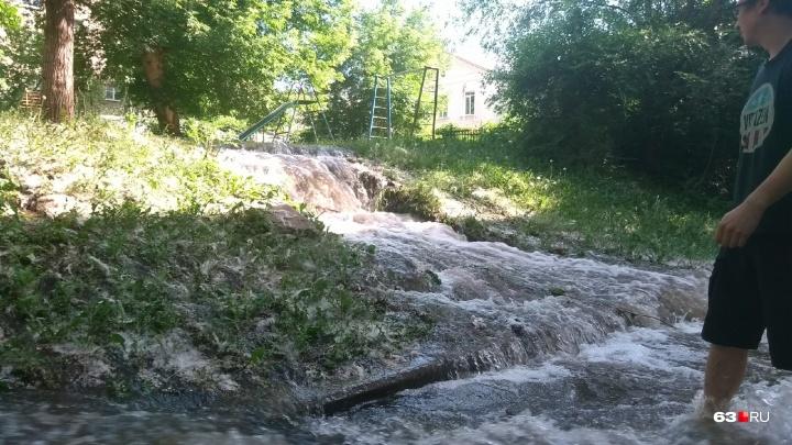 Снова прорыв: в Самаре реки воды текли по улицам Мичурина и Скляренко