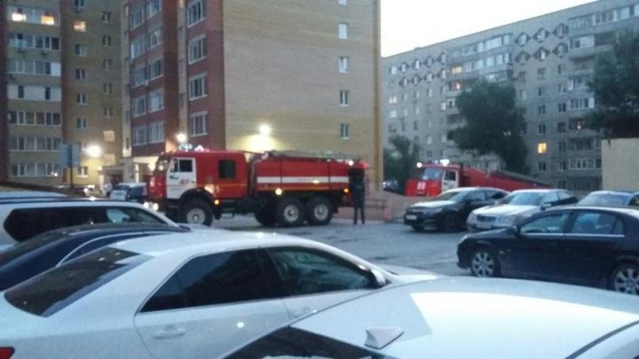 В пятнадцатиэтажке на Газовиков из-за неисправной проводки сгорела комната