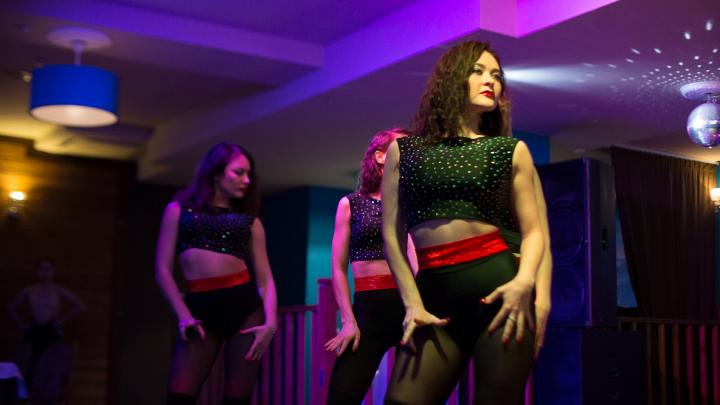 Горячие и сексуальные: фоторепортаж с Кубка Урала по эротическому шоу