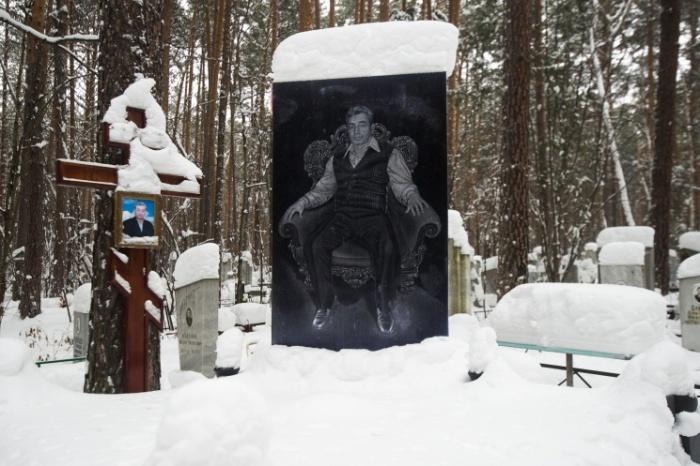 Цыгане начали селиться в Екатеринбурге в конце 1950-х. На городских кладбищах обычно есть целые участки с их захоронениями