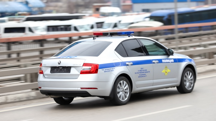 Инспекторы ДПС в Ростове помогли спасти младенца
