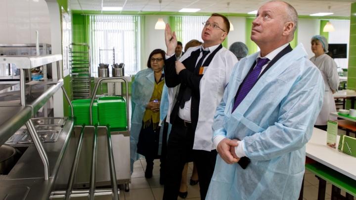 Глава города Виталий Лихачев остался доволен качеством питания в школьных столовых