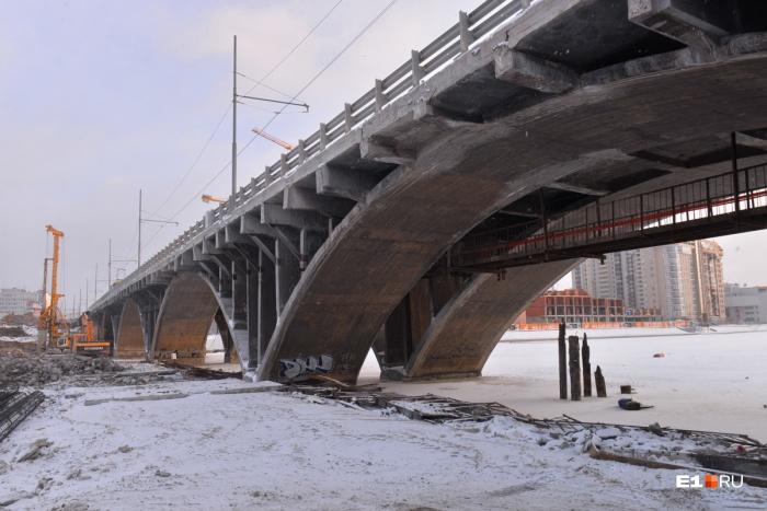 Макаровский мост реконструируют уже несколько месяцев
