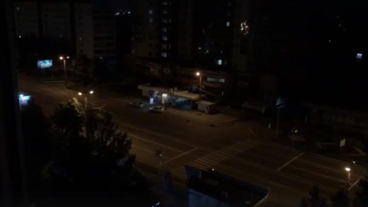 «Пьяные по дворам»: ночью на челябинском проспекте компания устроила оглушительную дискотеку