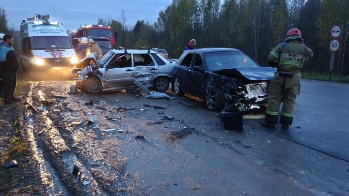 В Прикамье на трассе столкнулись Subaru и ВАЗ: пострадали два человека