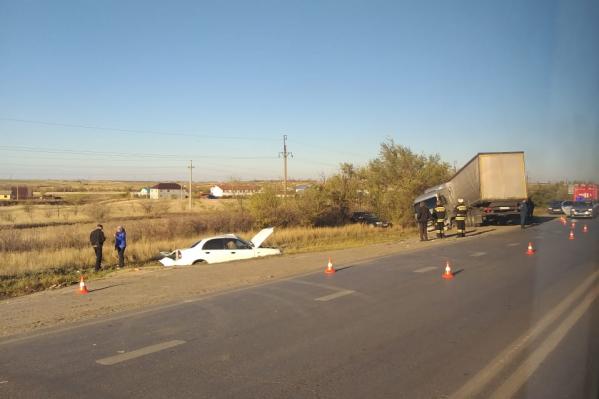 На трассе столкнулись грузовик МАЗ, ВАЗ-2110 и Chevrolet Lacetti