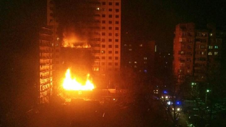 Проводка подвела: в центре Ростова сгорел частный дом