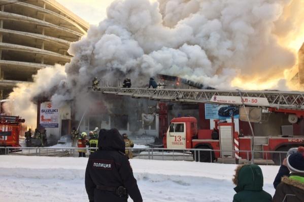На месте работали пожарные