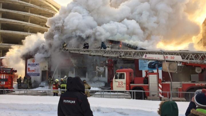 На улице Логунова горел двухэтажный автосервис