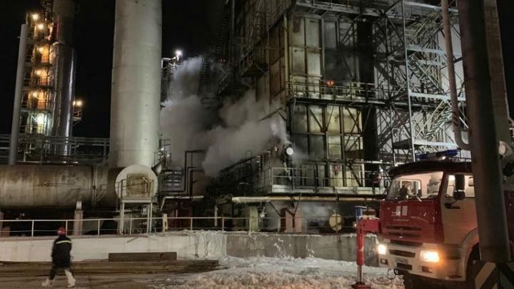 В Уфе ночью пожарные тушили нефтеперерабатывающий завод «Башнефти»