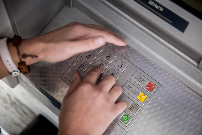 После кражи работник банка исчез вместе с деньгами