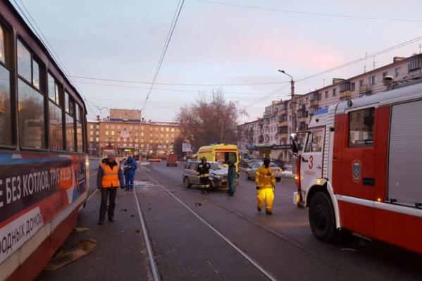 Из-за ДТП на улице Кирова минувшим утром трамваи стояли час
