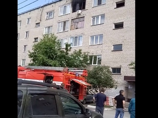 На улице Спорта загорелась квартира на пятом этаже