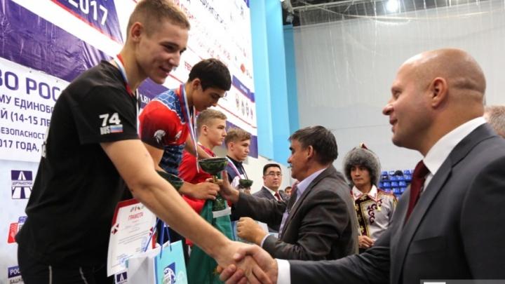 В Уфе Федор Емельяненко  наградил победителей чемпионата России