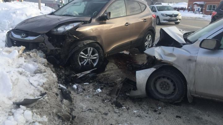 Выехавший на встречку водитель «Мазды»устроил жёсткое ДТП на Немировича-Данченко