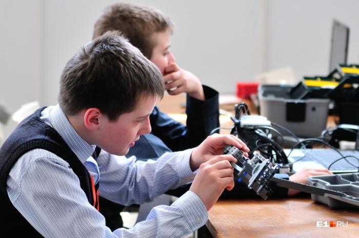 Сертификат будут получать родители, и по нему ребенок сможет записываться в Дома творчества и образовательные центры