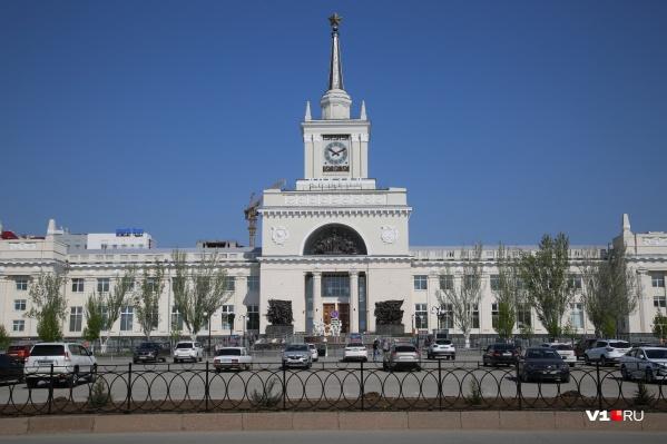 Рабочие на днях установили в центре города новые ограждения