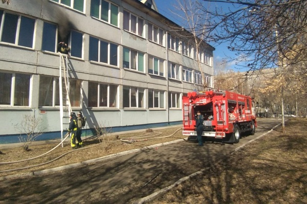 Пожар произошел на втором этаже школы