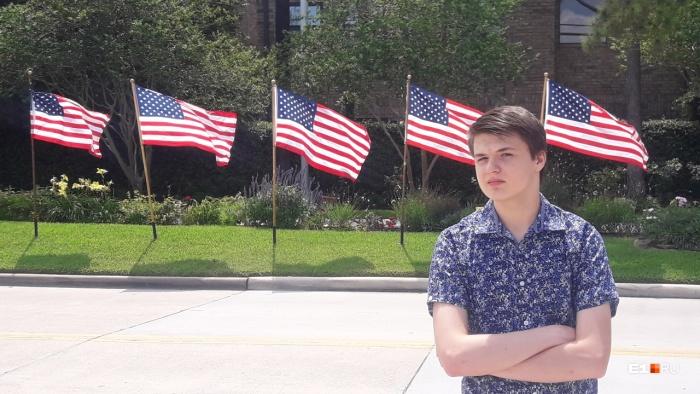 Недавно в США отмечали Memorial Day. В честь праздника весь город украсили флагами