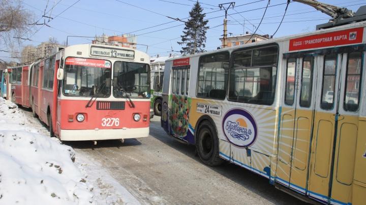 Освободите дорогу: «Горэлектротранспорт» попросил автомобилистов не мешать работать