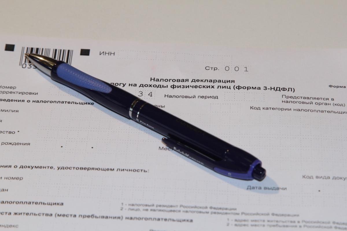 Корельский передал паспорт неустановленному лицу, чтобы тот подготовил все необходимые документы