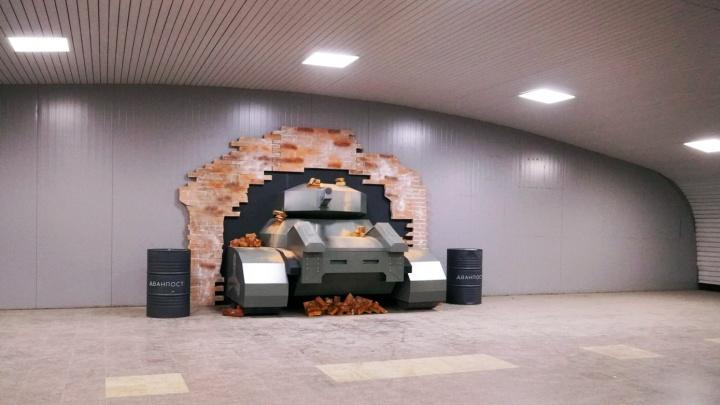В подземном переходе у библиотеки Пушкина установили танк