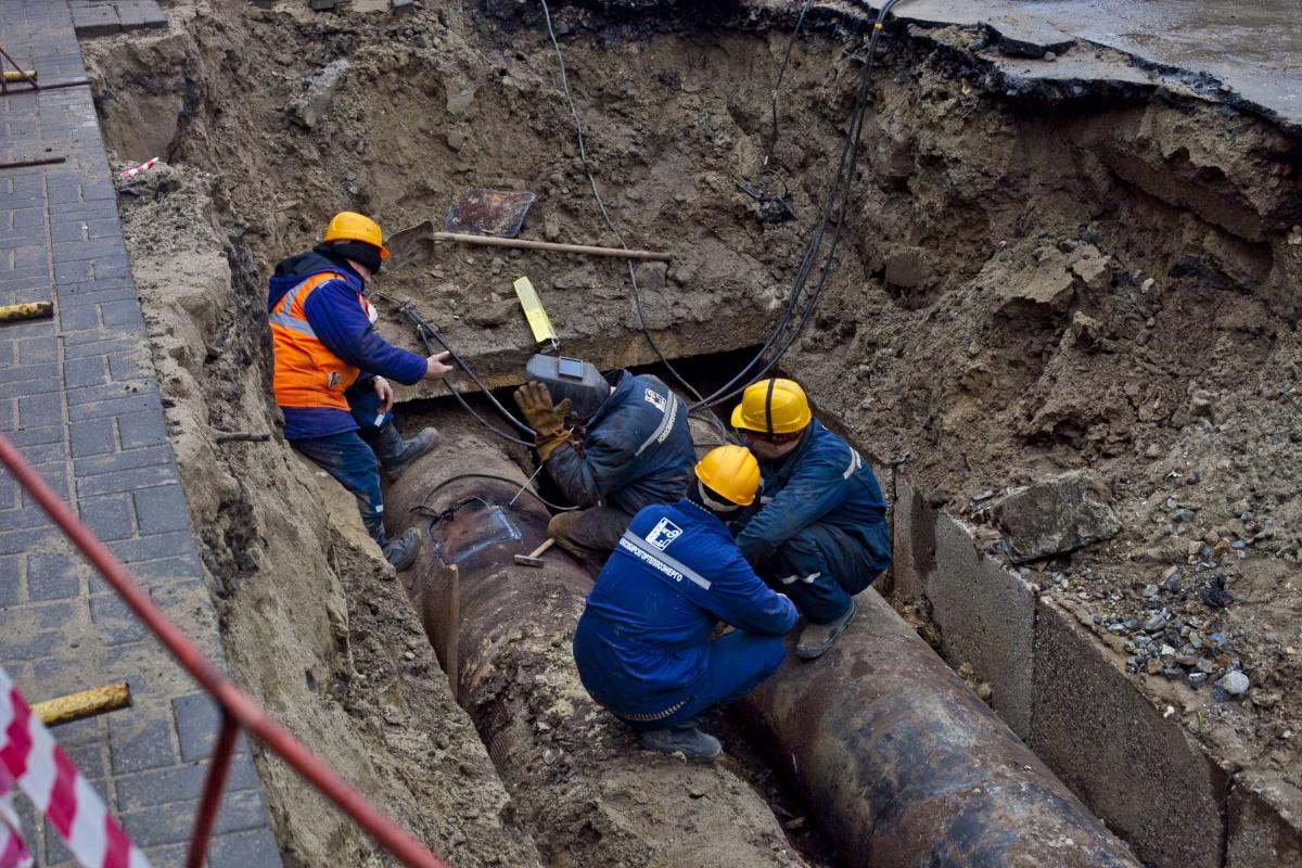 Аварийная бригада устранила утечку воды