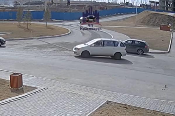 Осмотрев повреждение авто, водитель скрылся с места ДТП