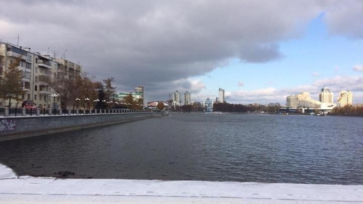 С возвращением: в Городском пруду начали поднимать уровень воды