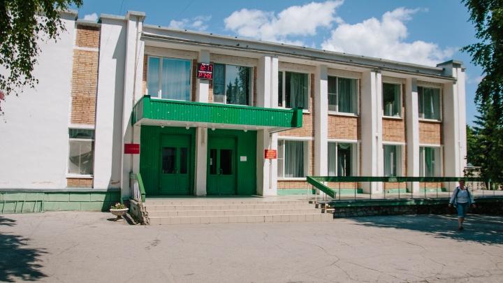 Хулиганы повредили окно в военном санатории «Волга» в Самаре