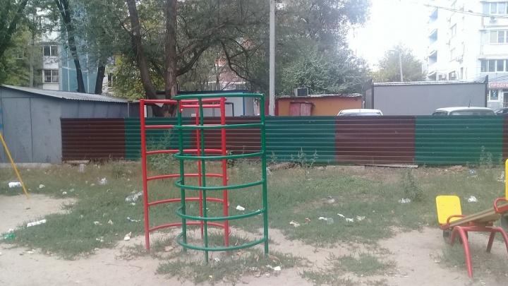 Амброзия и мусор: детскую площадку на Добровольского превратили в полигон для экстремальных игр