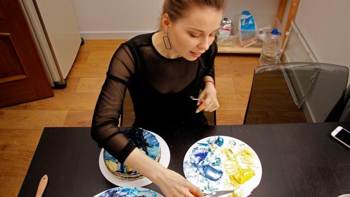 Вместо холста —коржи: омичка рисует на тортах картины Ван Гога и кадры из «Бойцовского клуба»