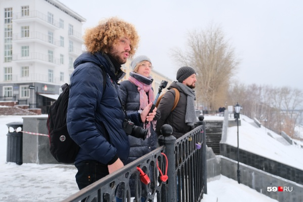 На прогулку с Ильей Варламовым отправились наши журналисты Евгения Чашкина и Сергей Федосеев, а также фотограф Тимофей Калмаков