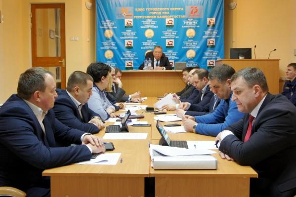 Мэр на заседании комиссии пообещал, что сотрудники администрации помогут коммунальщикам расчищать город