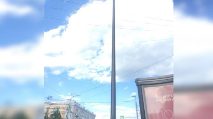Красноярский активист проверил новые столбы на Мира, на которые нельзя наклеить рекламу