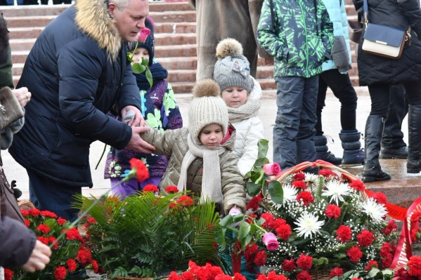 Почтить память защитников Отечества пришли и самые маленькие жители Самары