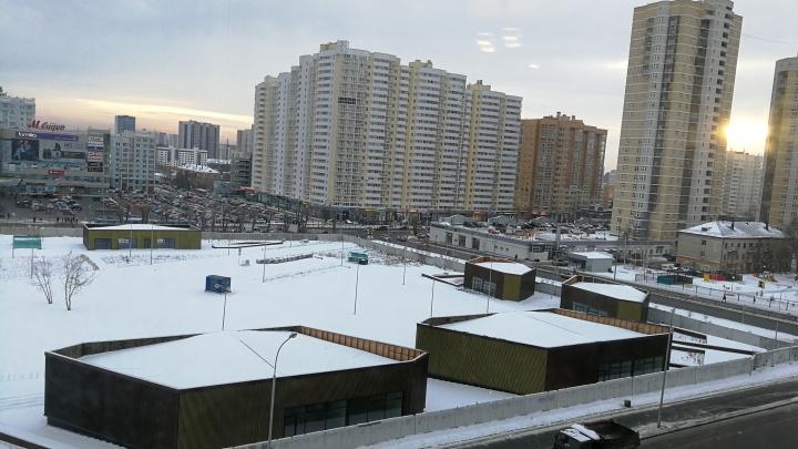 Сквер с торговой галереей и роллердромом напротив «Мегаполиса» пообещали открыть к концу весны