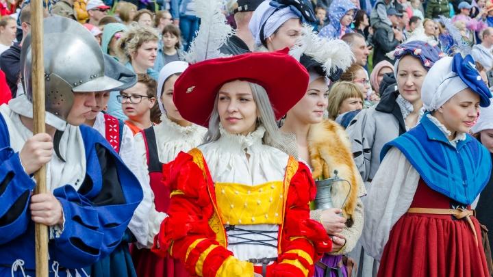 Моя прекрасная дама: 25 лучших фото со знаменитого исторического фестиваля под Новосибирском