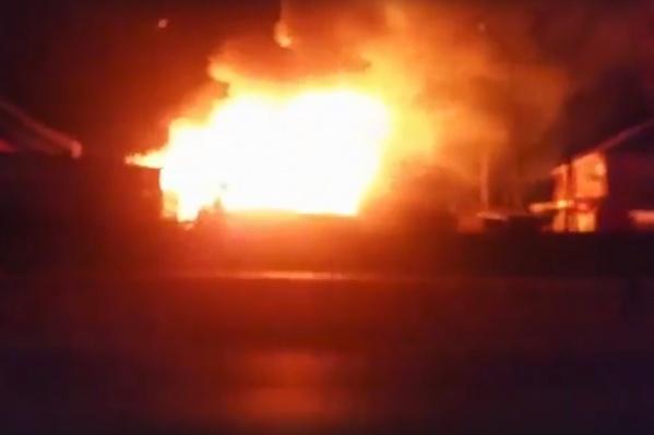 Пожар в Крохово тушили два часа
