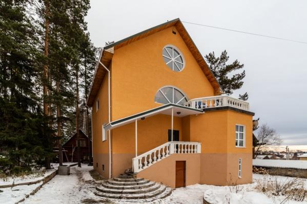Так дом за 40 миллионов выглядит снаружи