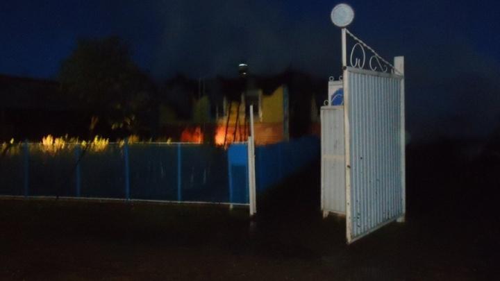 В Башкирии сгорел дом со всеми постройками: пострадавший - в реанимации