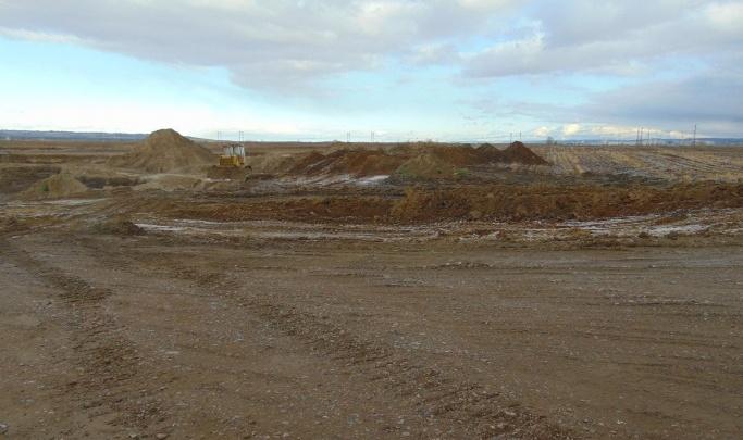 В Ермаковском районе неизвестные строители вывезли горы щебня и гравия