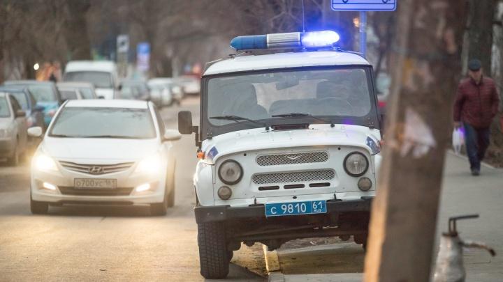Затолкали в машину: в Ростове несколько мужчин похитили девушку