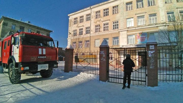 «Не совершайте ошибку, либо прольётся кровь»: в Новосибирске снова эвакуировали десятки зданий